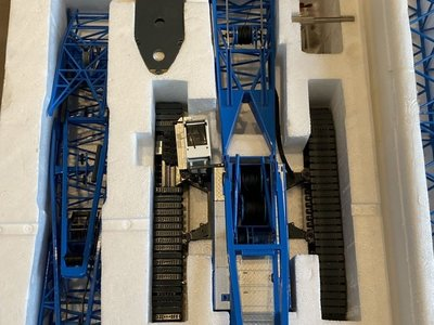 NZG NZG Liebherr LR1300 crawler crane with derrick Felbermayer set