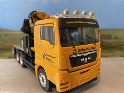 Conrad Modelle Conrad MAN TGX 3-axle bakwagen met Palfinger crane single truck Schmidbauer