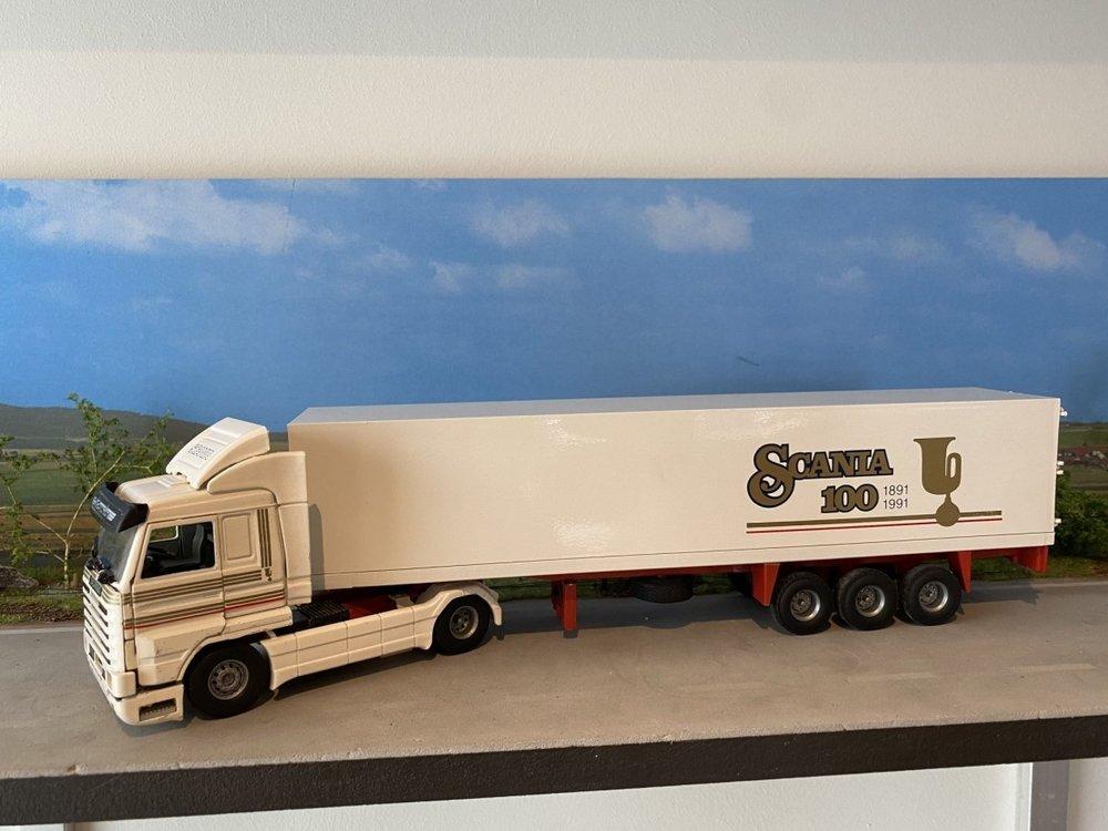 Tekno Tekno Scania 143M streamliner met koeloplegger 100 years Scania