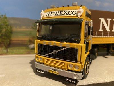 WSI WSI Volvo F12 Glob. 4x2 met classic zeilenoplegger Newexco