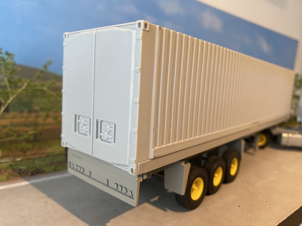Tekno Tekno DAF 95 met container oplegger CTR