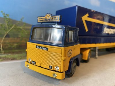 Tekno Tekno Scania 141 with classic curtain side trailer ASG