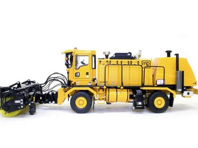 TWH Collectibles TWH Oshkosh 4600 snow broom
