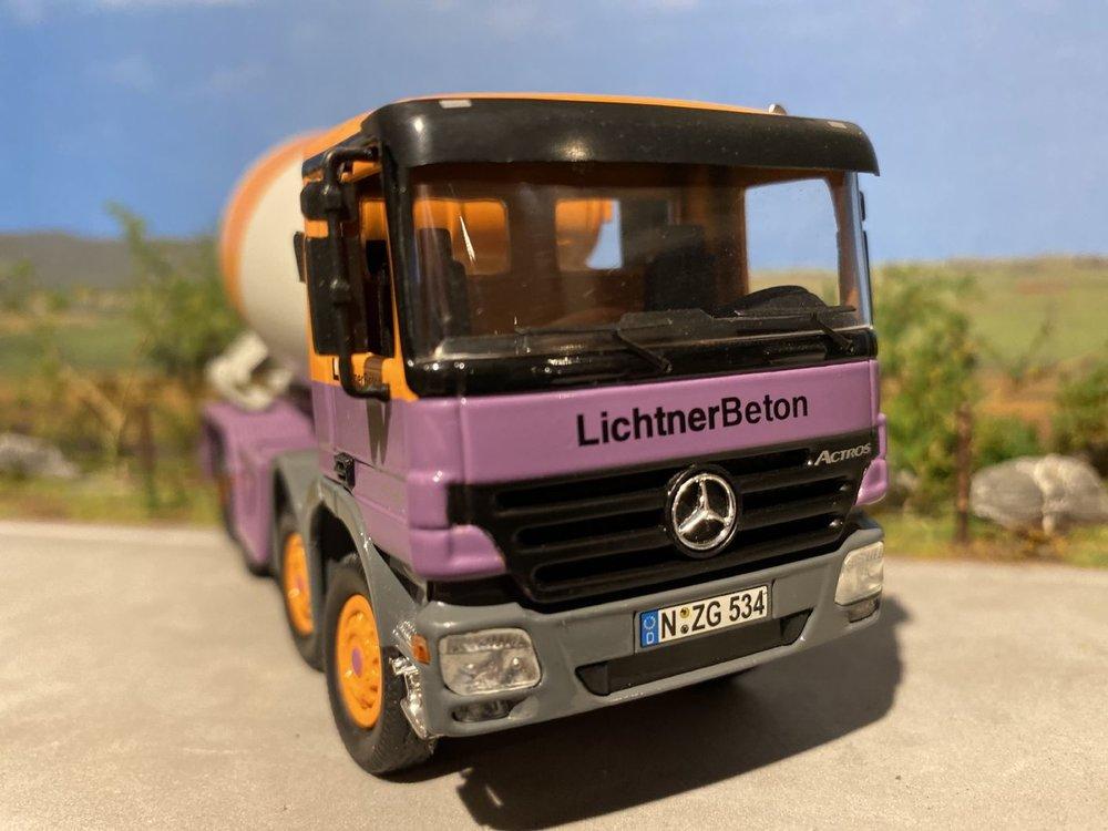 NZG NZG Mercedes Actros 4-axle betonmixer Lichtner