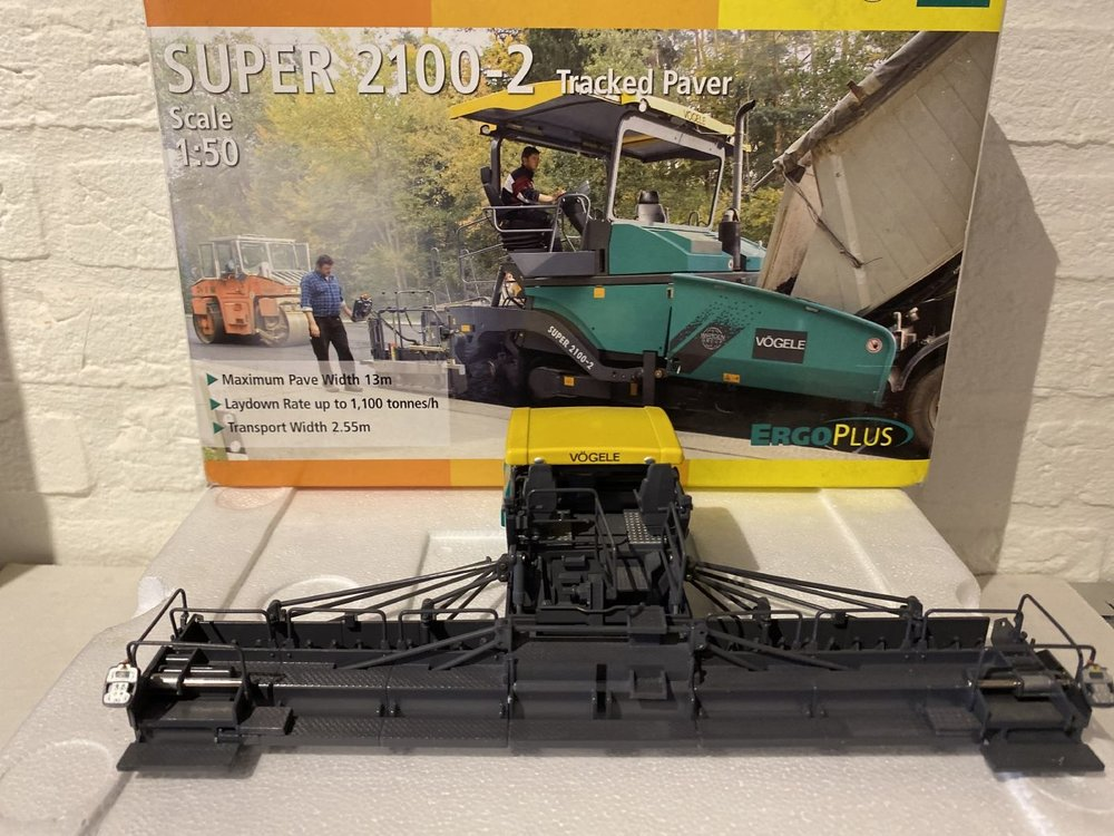 NZG NZG Vögele Super 2100-2 Tracked paver