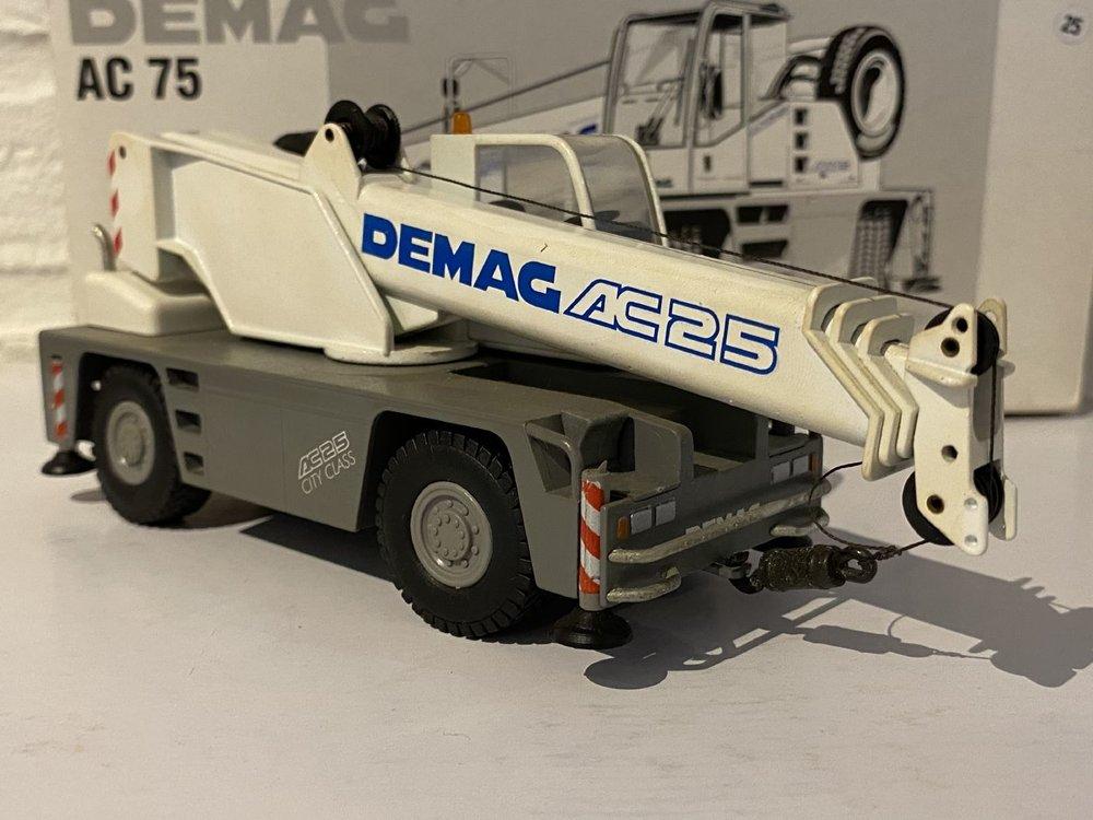 Conrad Modelle Conrad Demag AC75 city crane