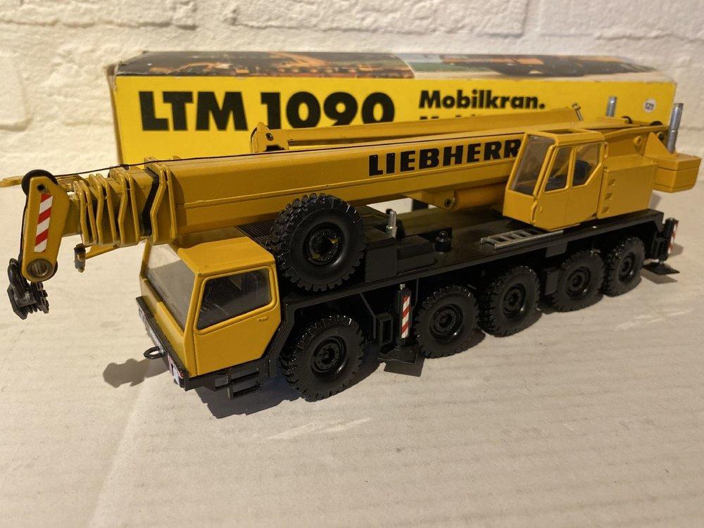 Conrad Modelle Conrad Liebherr LTM 1090 mobile crane