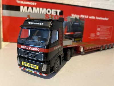 Mammoet store Tematoys Volvo FH12 with lowloader Mammoet