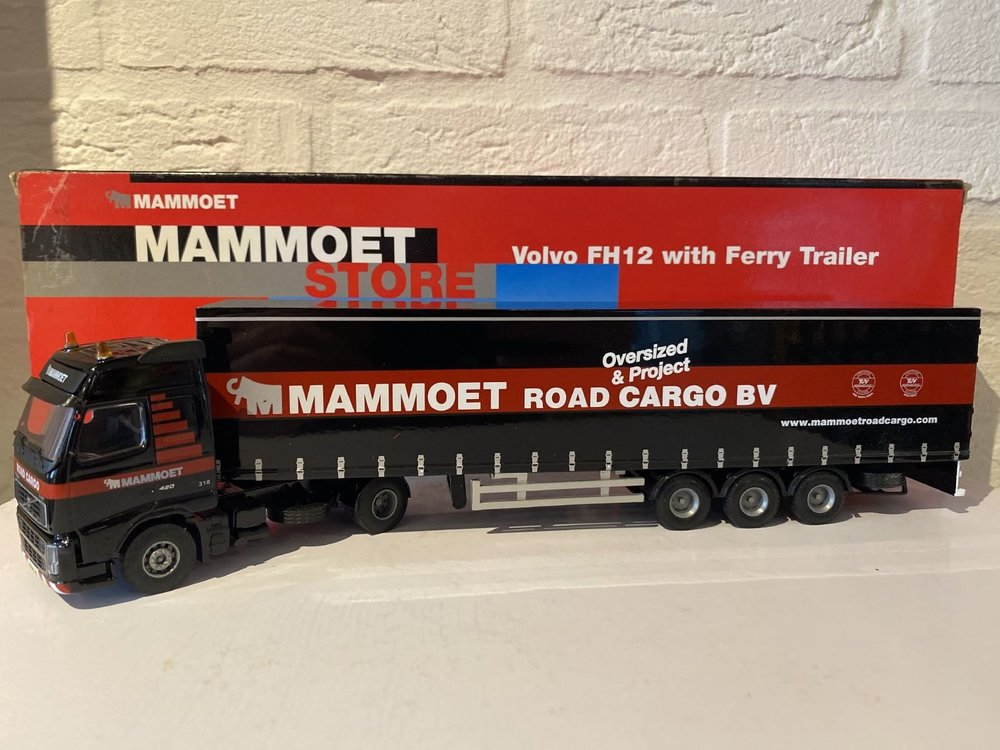 Mammoet store Tematoys Volvo FH12 with ferry trailer Mammoet