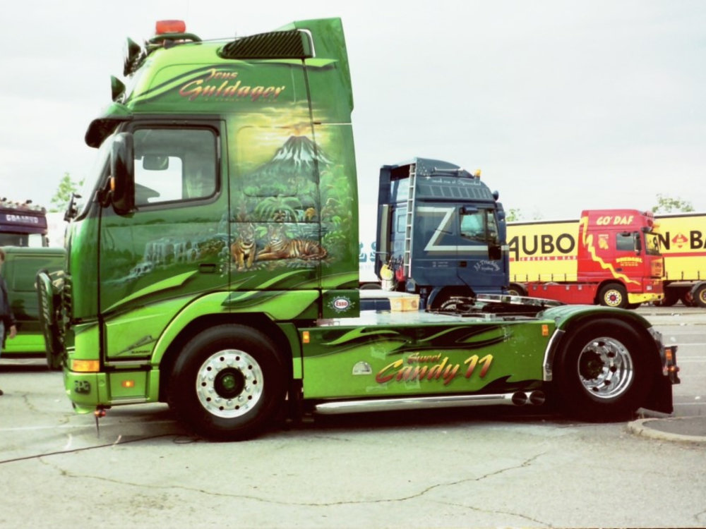 Tekno Tekno Volvo FH01 Globetrotter XL Guldager Sweet Candy 11