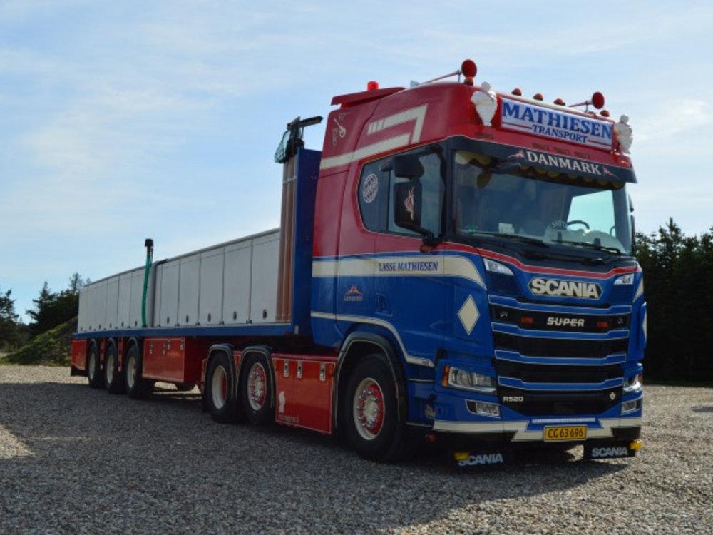 Tekno Tekno Scania Next Gen R-serie Highline met resin palingtrailer Lasse Mathiesen