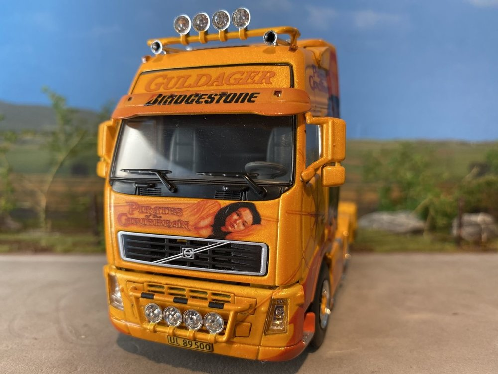 WSI WSI Volvo FH2 GL XL single truck Guldager Pirates of the Caribbean