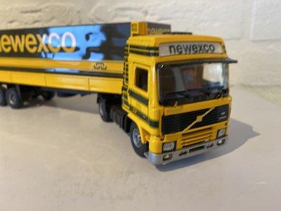 Tekno Tekno Volvo F12 Glob. met 3-as huifoplegger Newexco