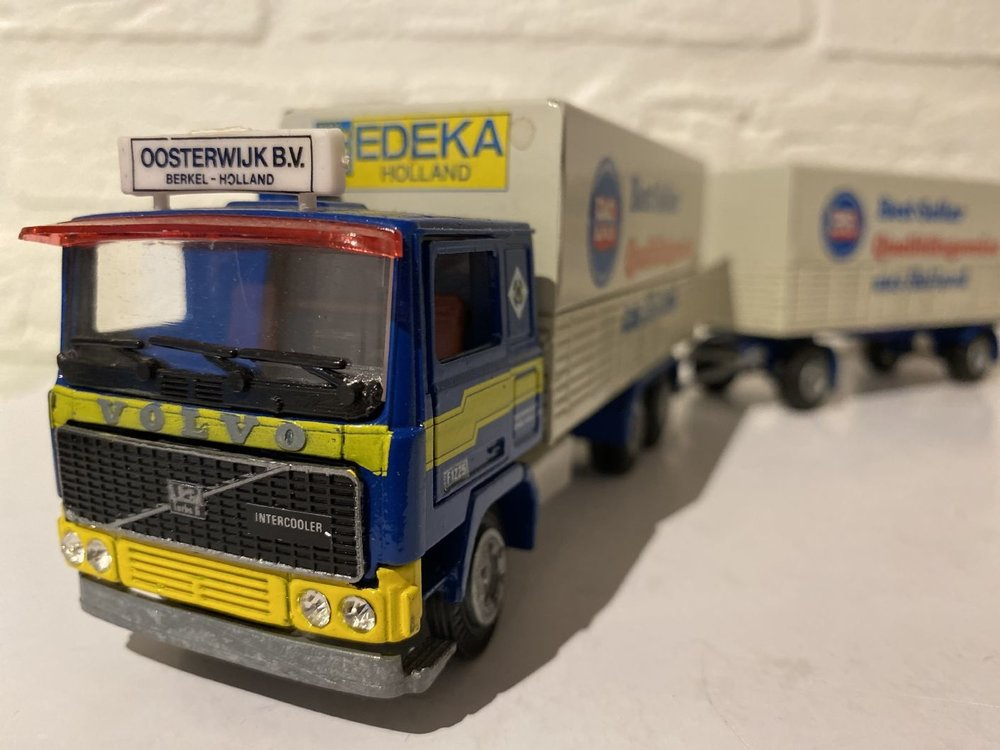 Tekno Tekno Volvo F1225 bakwagen met huifoplegger Oosterwijk