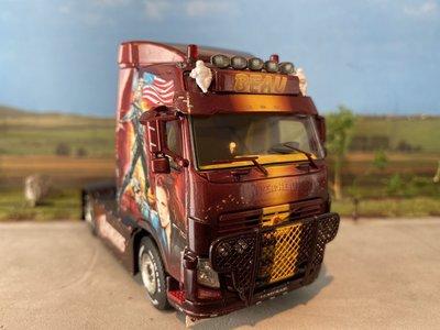 "WSI WSI Volvo FH3 Globetrotter 4x2 single truck BEAU ""Avengers"""
