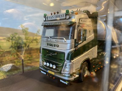 WSI WSI Volvo FH04 Glob. 4x2 met tanktrailer van Triest