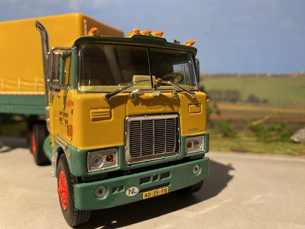 WSI WSI Mack F700  6x4 met classic zeilenoplegger Rynart