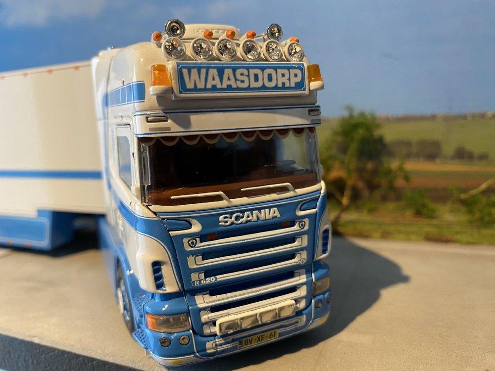 Tekno Tekno Scania R Topline met zwanenhals koeloplegger Waasdorp