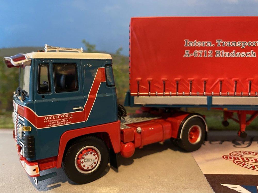 Tekno Tekno Scania 140 met classic huifoplegger Vogel