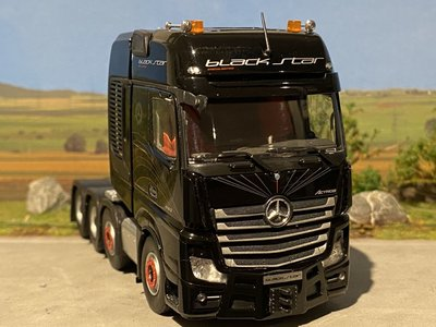 Tonkin IMC Mercedes Actros 8x4 gigaspace Black star