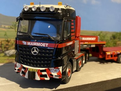 Mammoet store IMC Mercedes Arocs 8x4 with Nooteboom MCOPX 2+6 axle Mammoet