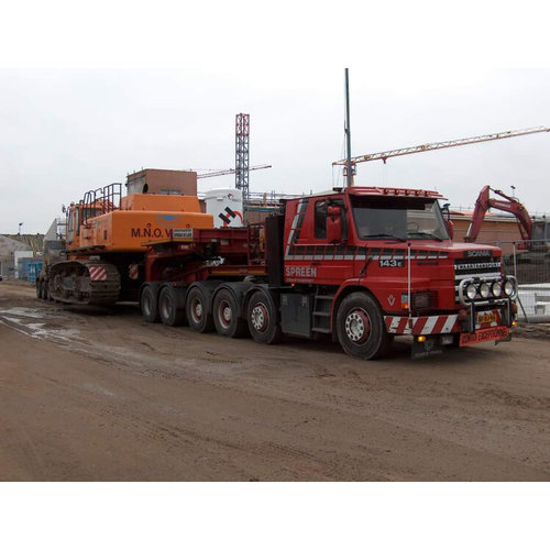 WSI WSI Scania 3-serie Torpedo 8x4  met euro-4 lowloader Spreen