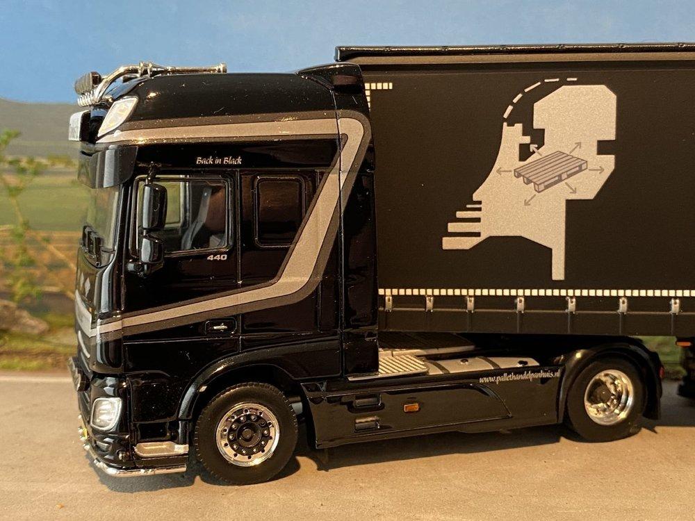 WSI WSI DAF 106XF 4x2 met curtainside trailer Panhuis