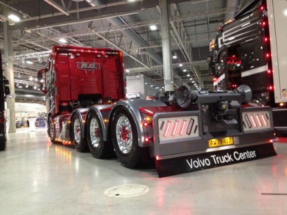 Tekno Tekno Volvo FH04 laag met 8x4 haakarm motorwagen PO Nielsen