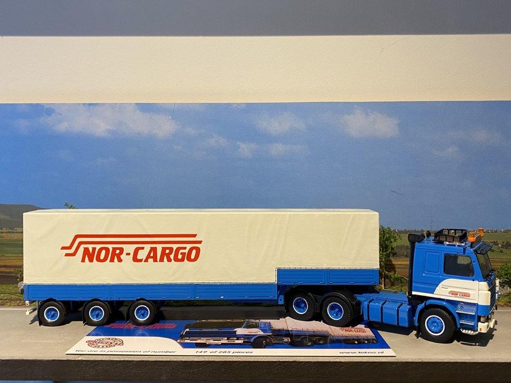 Tekno Tekno Scania 142H 6x2 met klassieke step oplegger Nor-Cargo