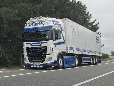 WSI WSI DAF 106XF SSC 4x2 with box trailer de Man