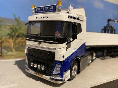 WSI WSI Volvo FH4 sleeper cab 6x2 twinsteer brick trailer Frank Ooms