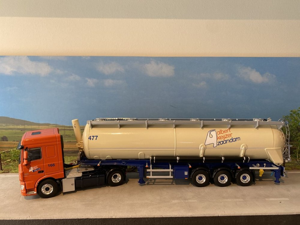WSI WSI DAF 106XF Space Cab 4x2 met bulk trailer Albert Keijzer