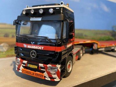 Mammoet store WSI Mercedes Benz Actros met Semi dieplader Mammoet