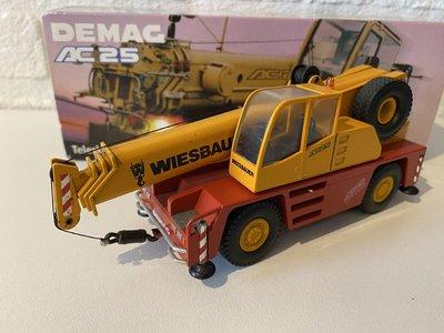 Conrad Modelle Conrad Demag AC25 city crane Wiesbauer