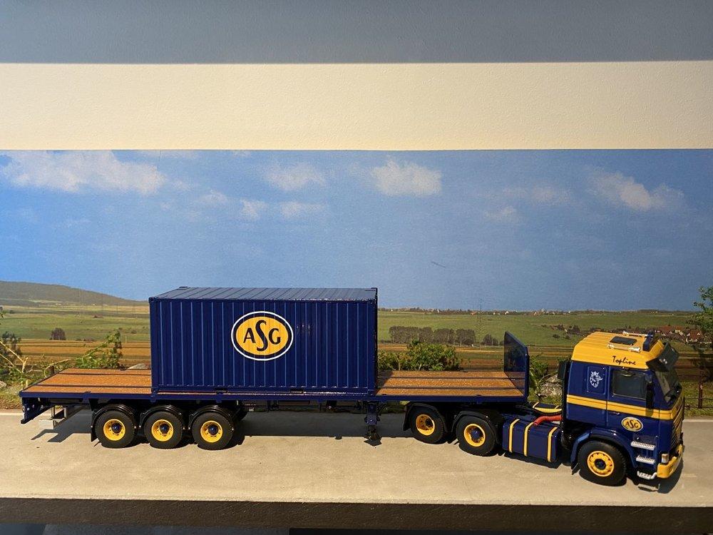 WSI WSI Scania 143M 6x2 Topline met Dennison flatbed oplegger ASG