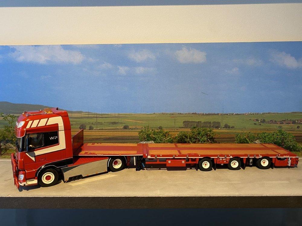 WSI WSI DAF XF SSC 4x2 + 3-axle megatrailer flatbed W.P. de Koning