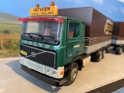 Tekno Tekno Volvo F1225 bakwagen met 2-as aanhanger Int Veen