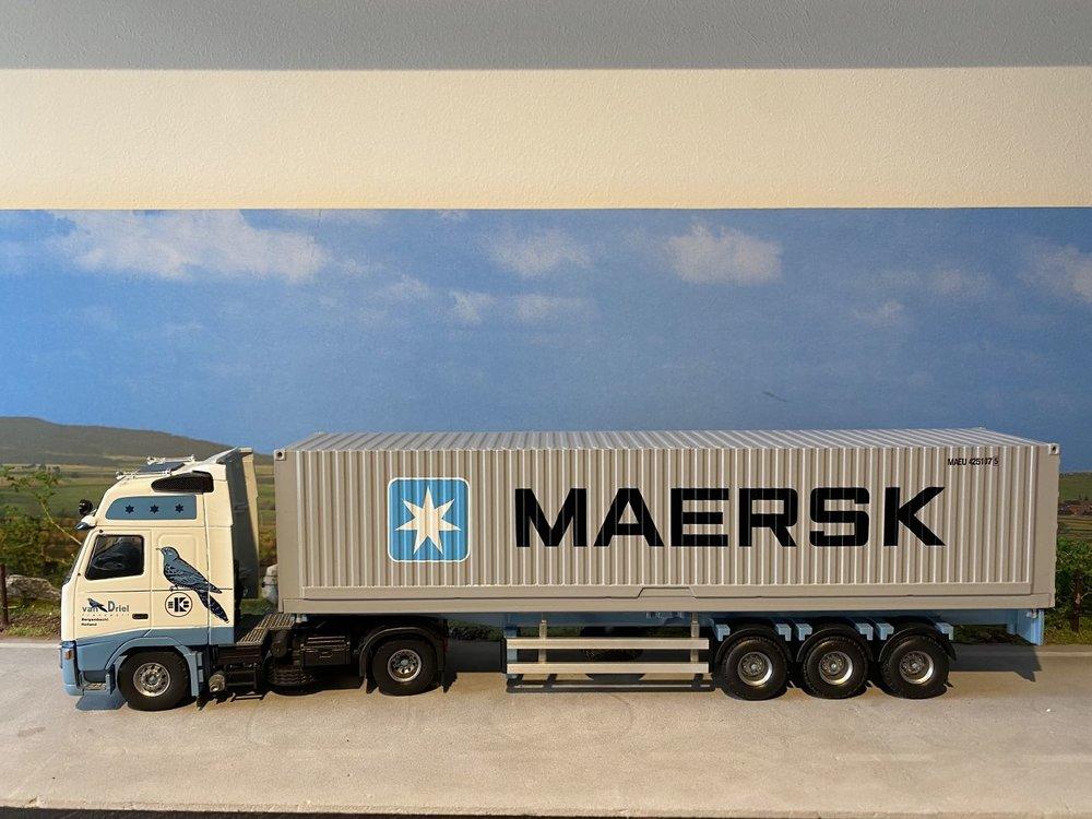 Tekno Tekno Volvo FH12 met container oplegger + 40ft. Maersk van Driel