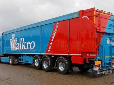 Tekno Tekno DAF XF Euro 6 Super Space Cab met cargofloor oplegger Walkro