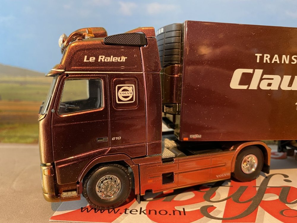 Tekno Tekno Volvo FH Globetrotter XL met een koeloplegger Claudy  Cessel