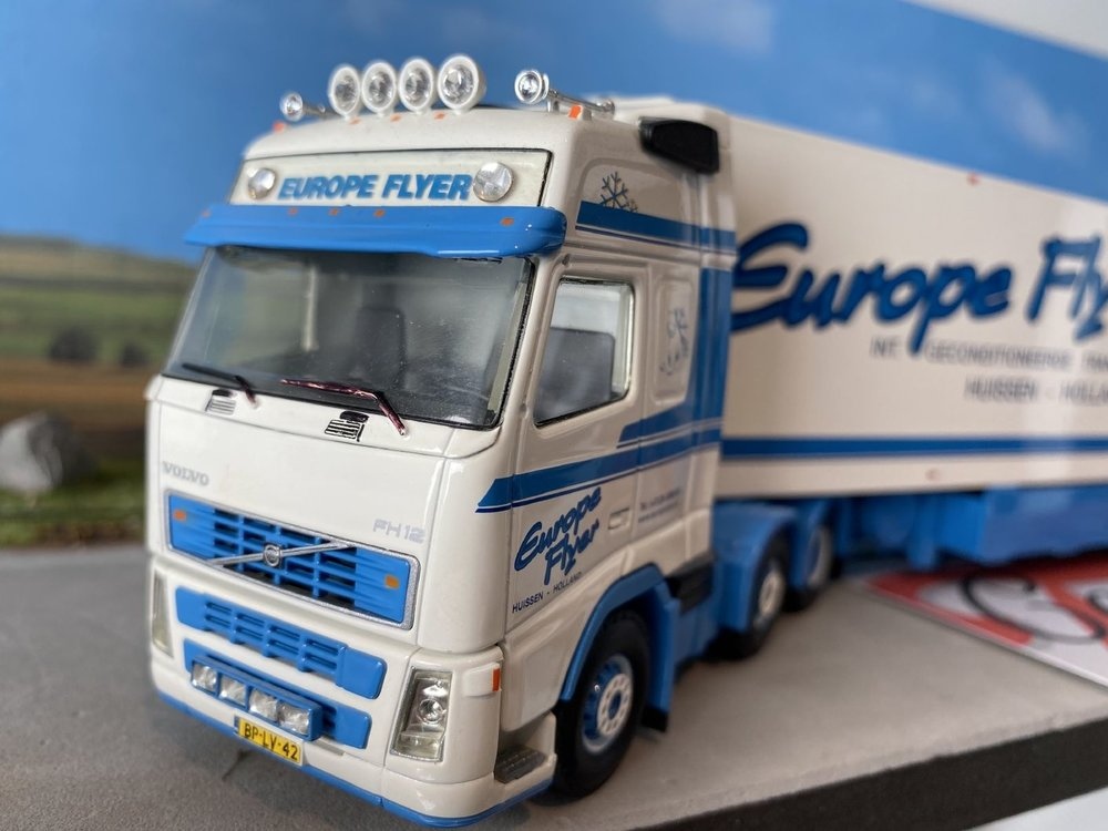Brothers Frigo Tekno Volvo FH Glob. XL 6x2 met koeloplegger Europe Flyer