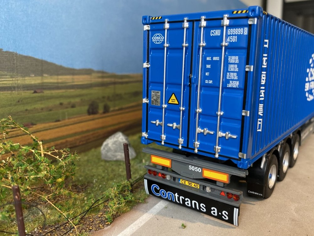 Tekno Tekno Volvo FH04 Globetrotter 4x2 met 40ft. Cosco container Contrans