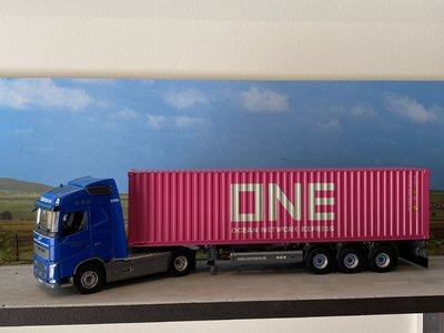 Tekno Tekno Volvo FH04 Globetrotter 4x2 met 40ft. ONE container Contrans