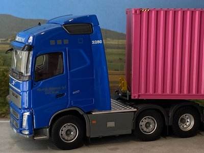 Tekno Tekno Volvo FH04 Globetrotter 6x2 met 40ft. ONE container Contrans