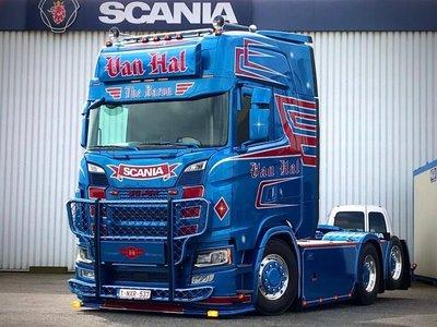 WSI WSI  Scania S Highline 6x2 van Hal Transport