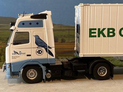 Tekno Tekno Volvo FH12 Globetrotter met 40ft koelcontainer van Driel
