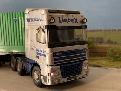 Tekno Tekno DAF 95XF 6x2 met container oplegger + 45ft. container Lintex
