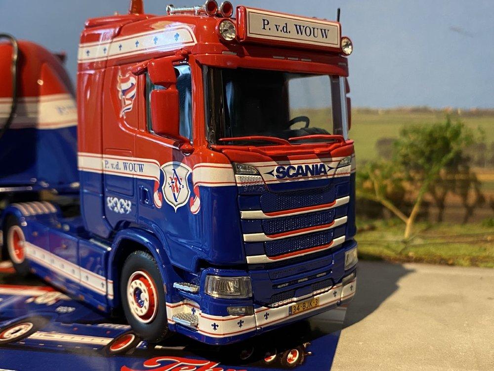 Tekno Tekno Scania S-serie met Feldbinder onderlosser P. V.d. Wouw