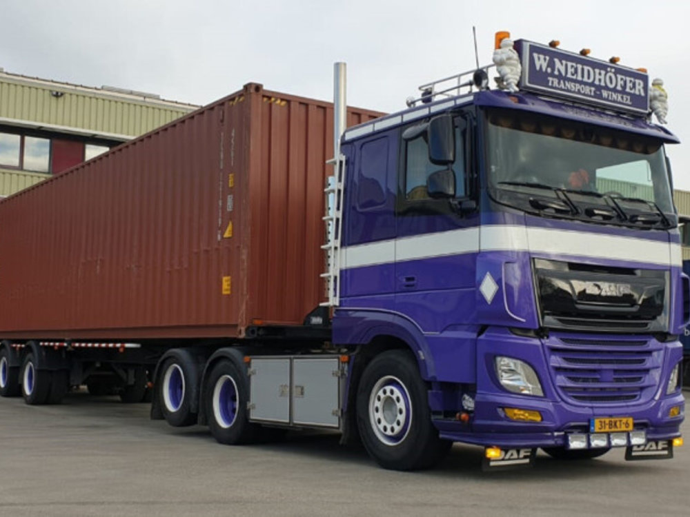 WSI WSI DAF 106XF 6x2 with classic container trailer + 2 x 20ft. Neidhofer