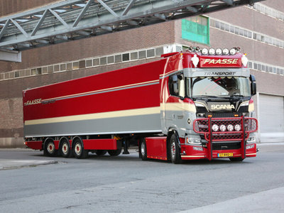 WSI WSI Scania S Highline 4x2 with 3-axle box trailer Faasse Transport